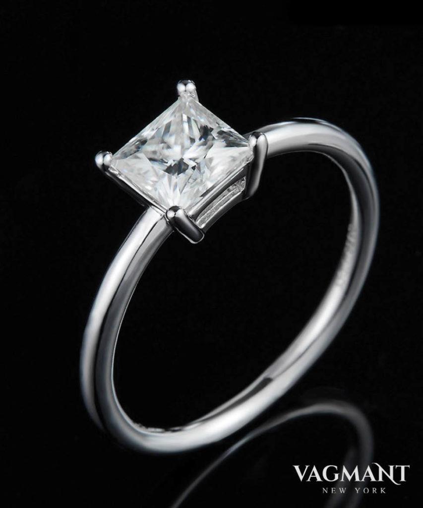 Vagmant® Carré Moissanite Ring